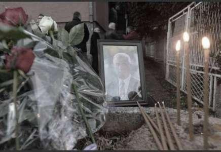 Građani Prokuplja pale sveće za ubijenog Olivera Ivanovića