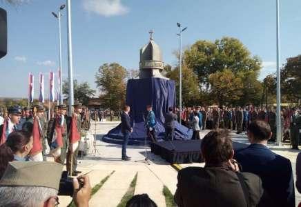 """Otkriven spomenik Gvozdenom puku, Brnabić poručila prištinskim vlastima da se """"okanu delova Srbije"""""""