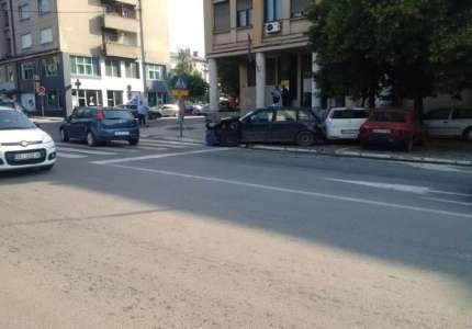 Saobraćajka u centru Prokuplja, povređen taksista