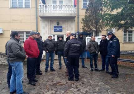 Sutra protest prokupačkih policajaca zbog premeštanja u druge gradove